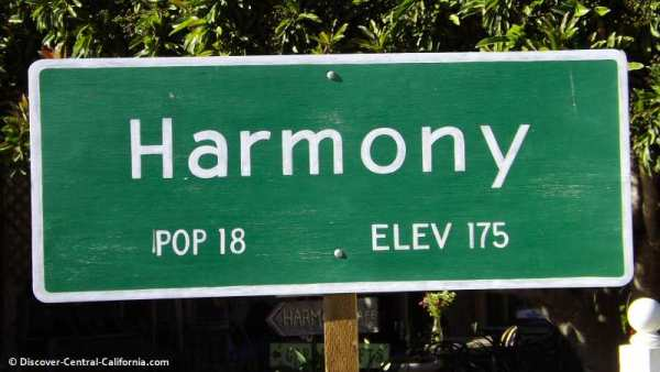 harmony_town_sign_pop18